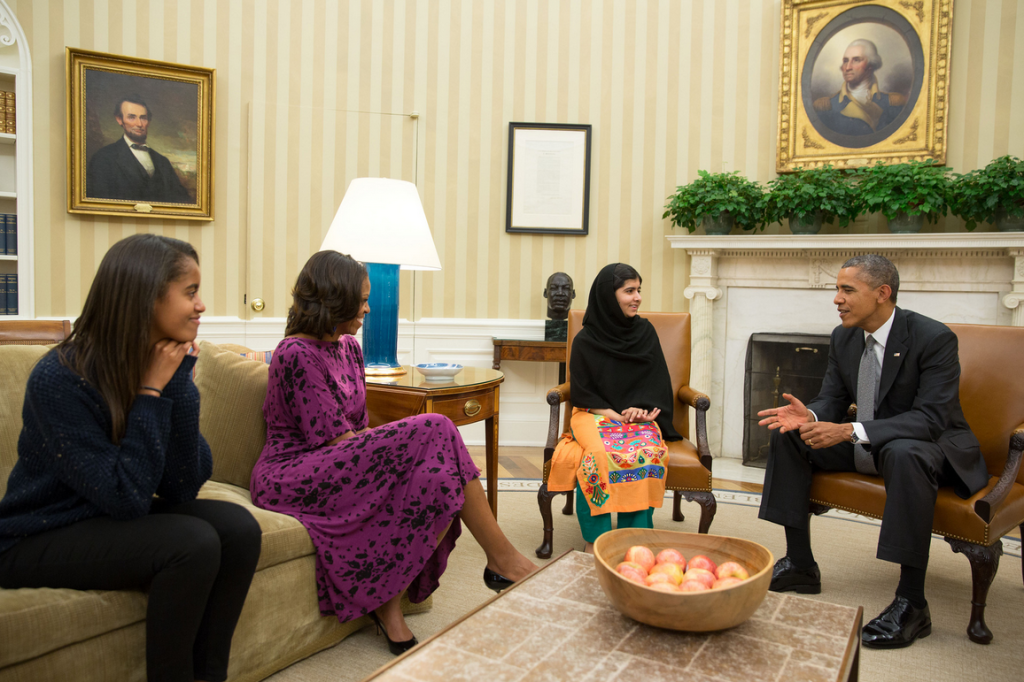 President Barack Obama, first lady Michelle Obama, and their daughter, Malia, meet with Malala Yousafzai in the Oval Office. (Official White House Photo by Pete Souza)