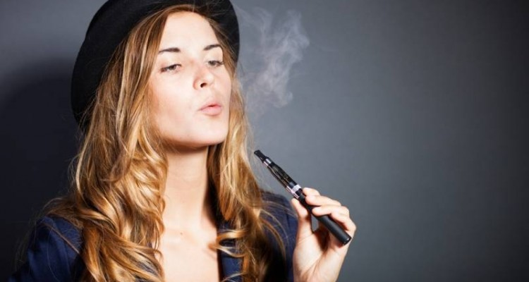 woman smoking ecig