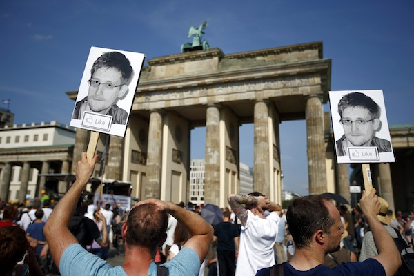 German Lawmakers Offer Edward Snowden Conditional Asylum (VIDEO)