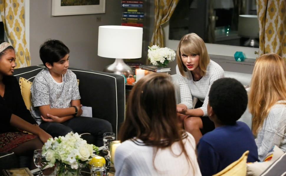 Singer Taylor Swift talks to New York City public school children about the  power of reading