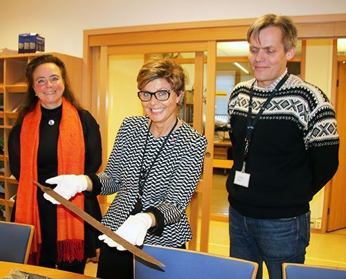 Hordaland County Mayor Anne Gine Hestetun proudly shows a Viking sword from year 750, which is found at Haukeli, together with the county director of culture, Anna Elisa Tryti and county conservator Per Morten Ekerhovd.
