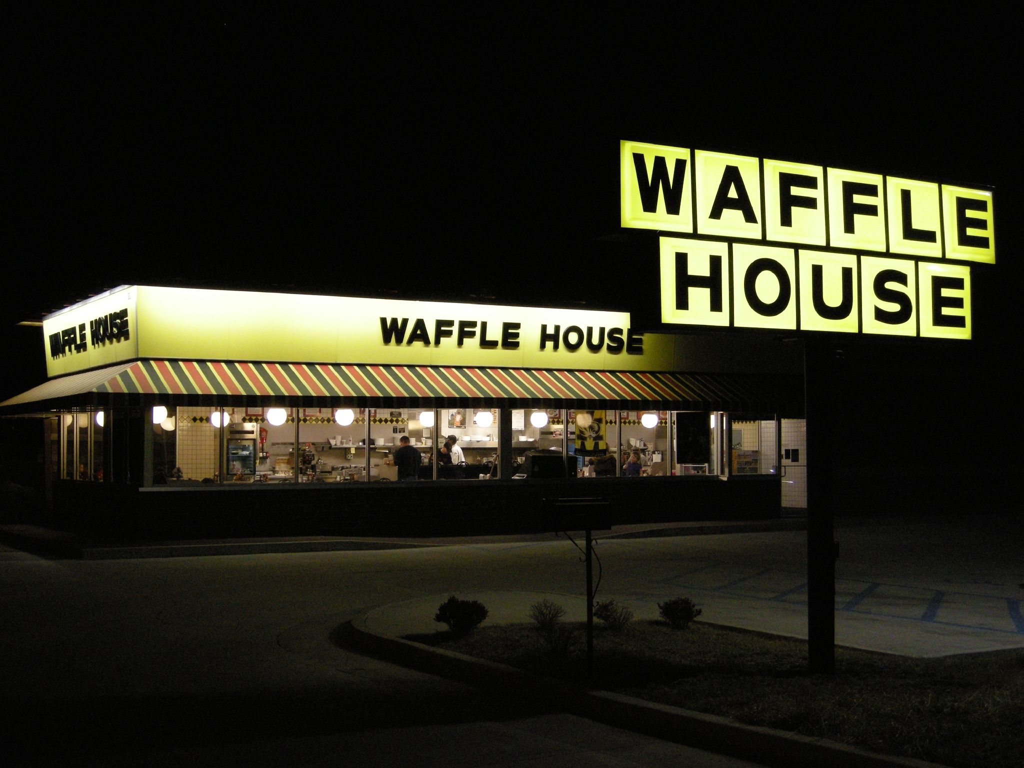Waffle House Gun Policy Angers Oath Keepers