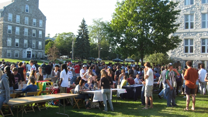 http://www.middlebury.edu/system/files/styles/large/private/media/15._activities_fair.jpg?itok=sXMQfxR-