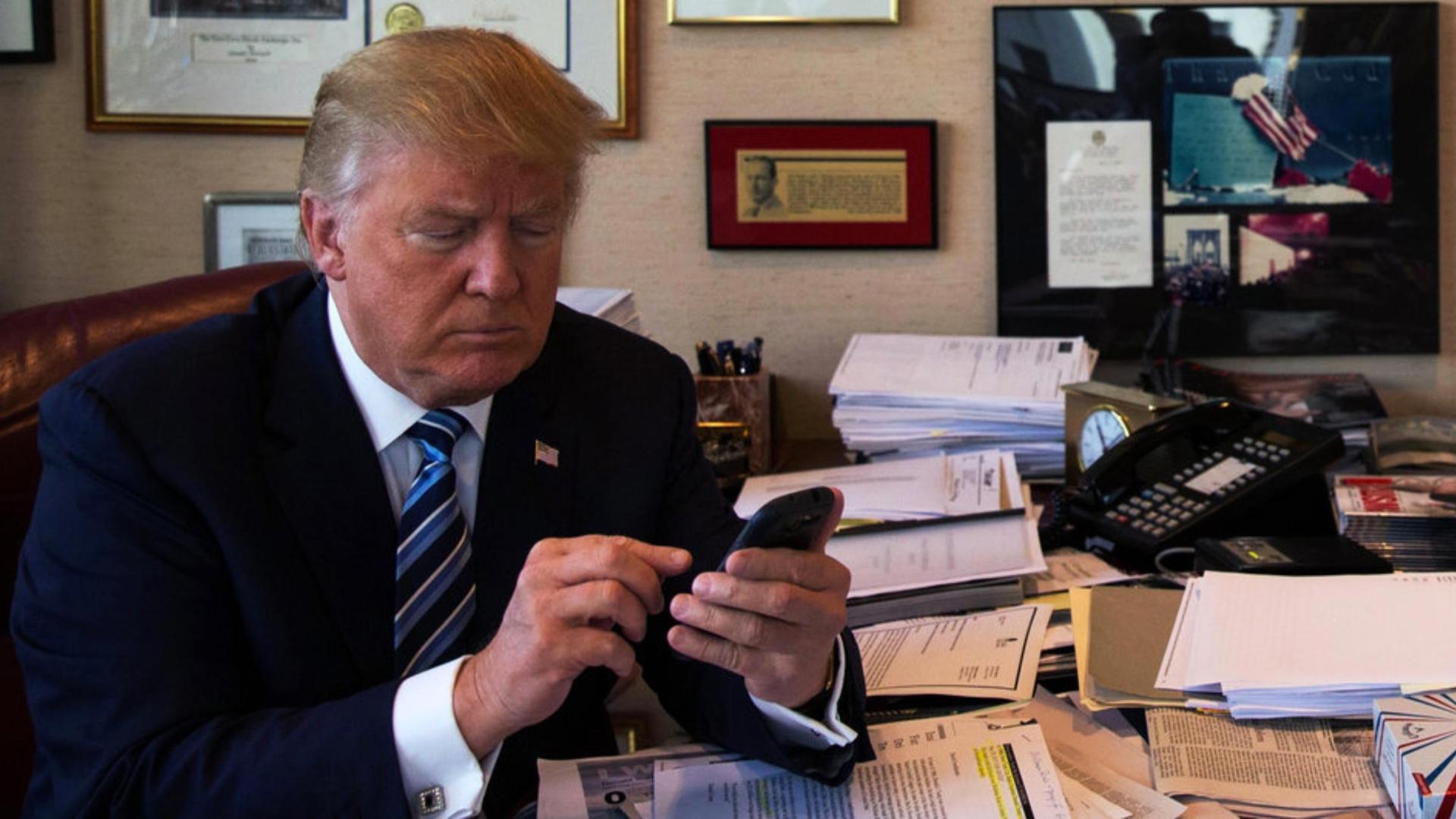Alisyn Camerota Nude cnn dedicates entire segment to trump's personal cell phone use