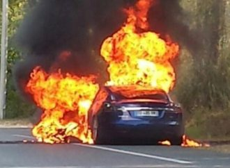 Analysts Argue Electric Vehicle Industry Dies If Tesla Becomes A Dumpster Fire