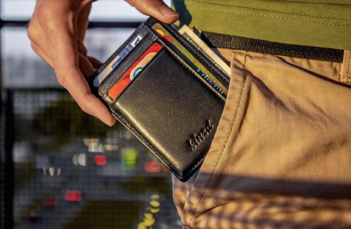 Reasons to avoid bulky wallets